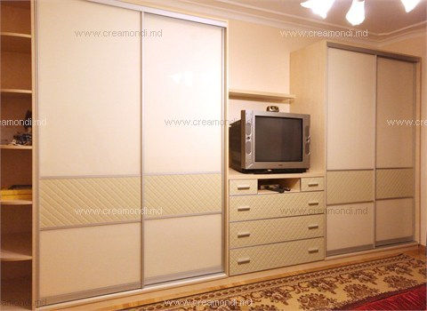 Мебель для спальни шкафы-купе с комодом в спальню в молдове,.